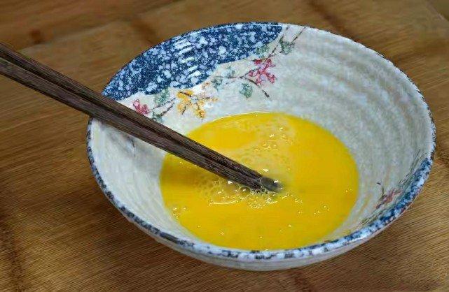 Nấu canh cà chua trứng thơm ngon, không tanh cần biết mẹo này - Ảnh 3.