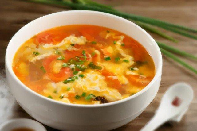 Nấu canh cà chua trứng thơm ngon, không tanh cần biết mẹo này - Ảnh 1.
