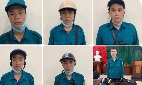 6 thanh niên giả cán bộ chống dịch cưỡng đoạt tiền của người đi đường - Ảnh 1.