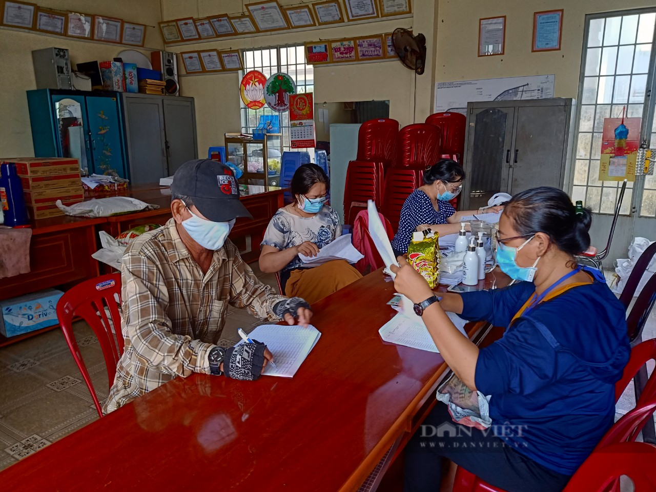 Đồng Nai: Người khó khăn bắt đầu nhận được 1,5 triệu đồng hỗ trợ trong đại dịch - Ảnh 1.
