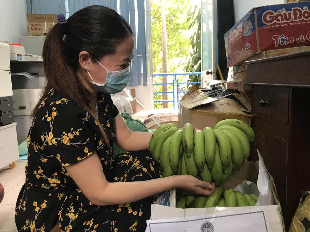 Khánh Hòa: Hơn 10 tấn quả bưởi thơm, chuối ngon,... ủng hộ các khu phong tỏa, cách ly - Ảnh 3.
