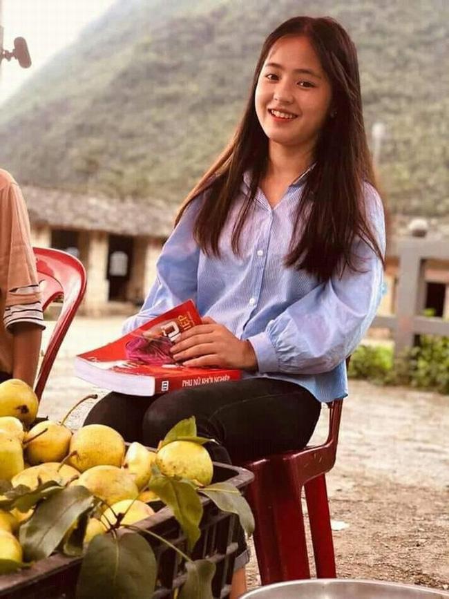 """Vẻ đẹp trong sáng của """"cô bé bán lê"""", có chiếc răng khểnh đáng yêu tại cao nguyên đá Hà Giang - Ảnh 5."""