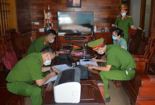 ẢNH: Bên trong hầm nuôi 17 con hổ ở Nghệ An - Ảnh 7.