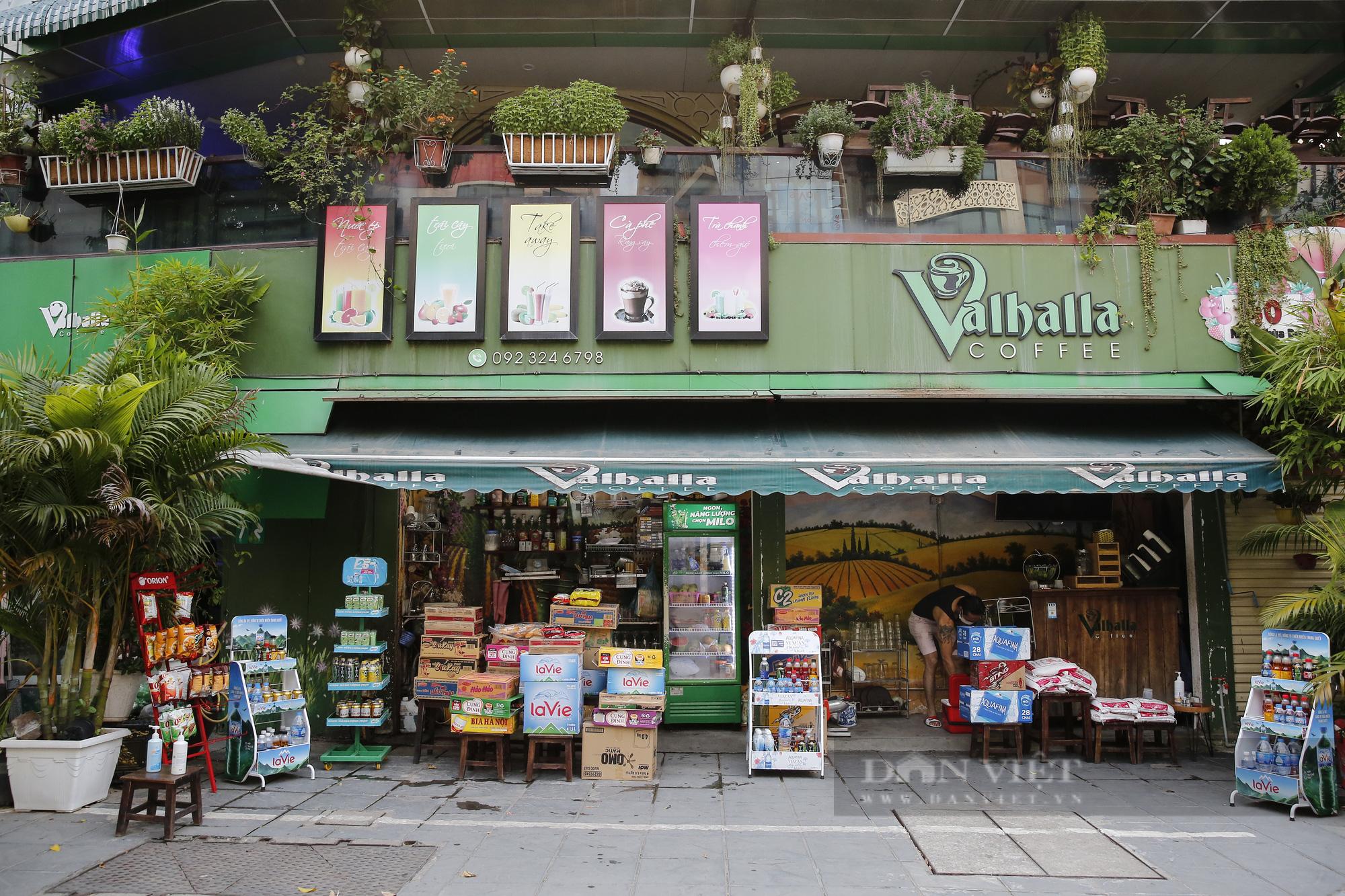 Hà Nội: Nhà hàng, quán cà phê, tiệm cắt tóc... chuyển sang bán thực phẩm thiết yếu - Ảnh 3.