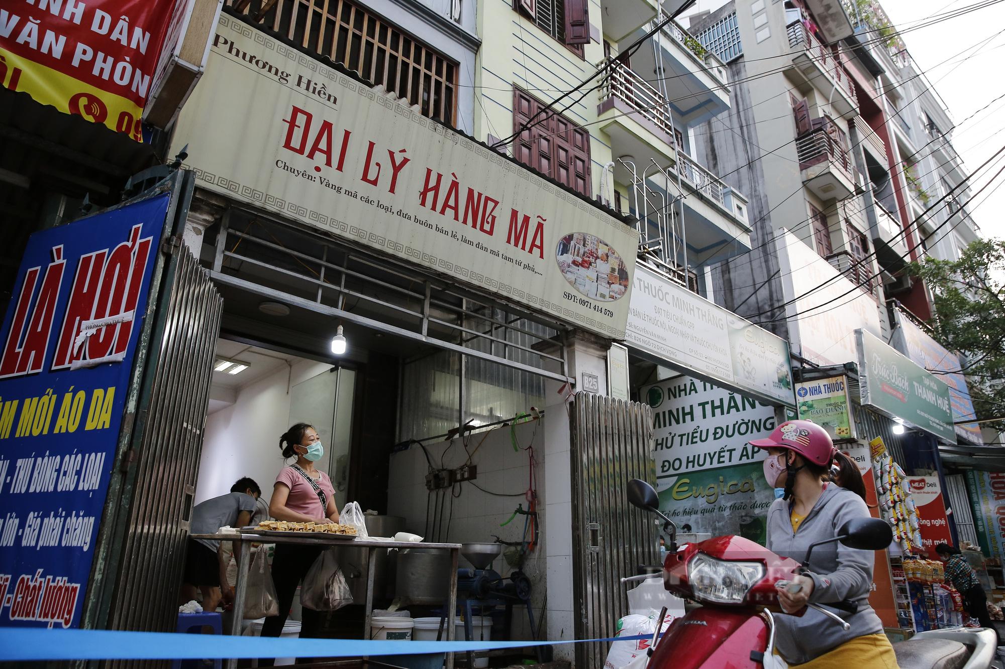 Hà Nội: Nhà hàng, quán cà phê, tiệm cắt tóc... chuyển sang bán thực phẩm thiết yếu - Ảnh 4.