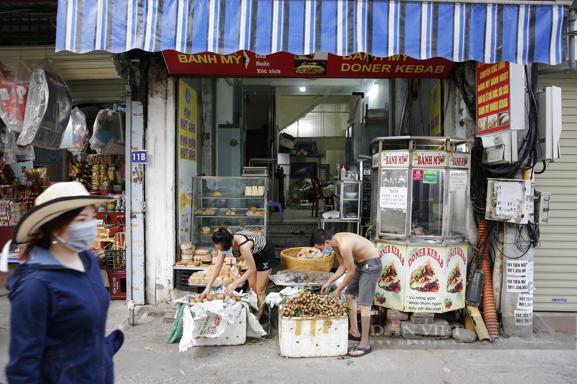 Hà Nội: Nhà hàng, quán cà phê, tiệm cắt tóc... chuyển sang bán thực phẩm thiết yếu - Ảnh 5.
