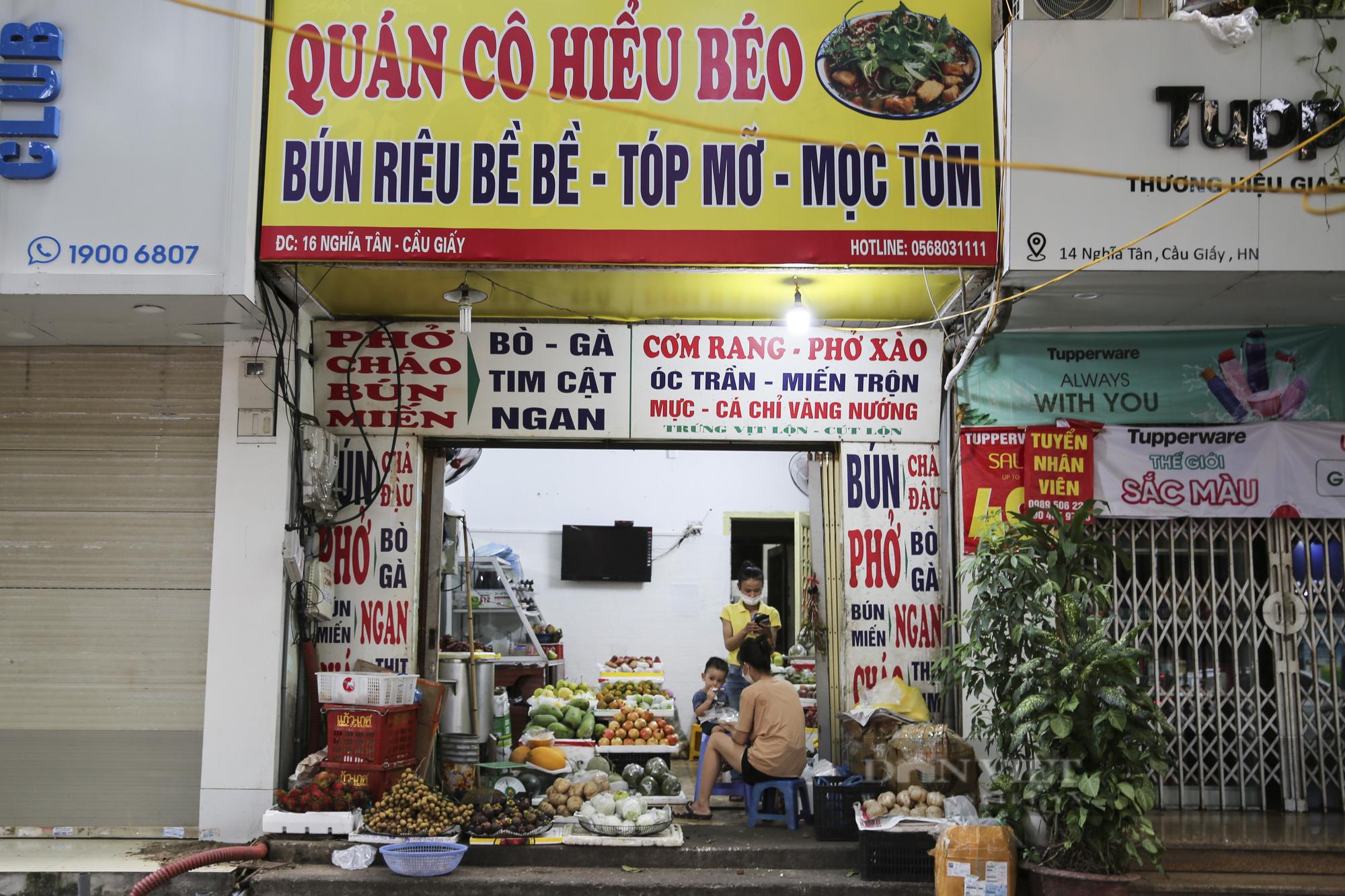Hà Nội: Nhà hàng, quán cà phê, tiệm cắt tóc... chuyển sang bán thực phẩm thiết yếu - Ảnh 7.