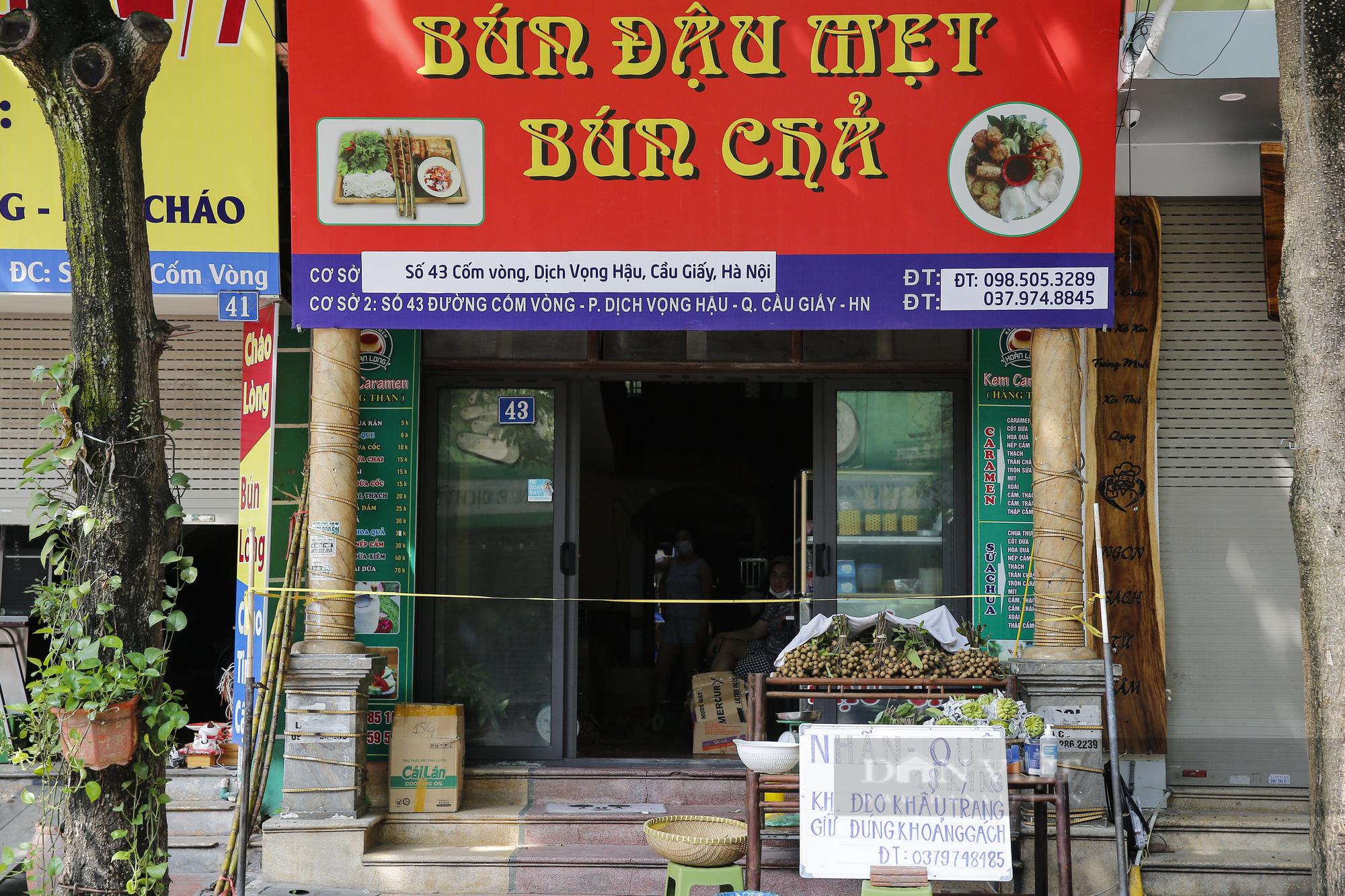 Hà Nội: Nhà hàng, quán cà phê, tiệm cắt tóc... chuyển sang bán thực phẩm thiết yếu - Ảnh 10.