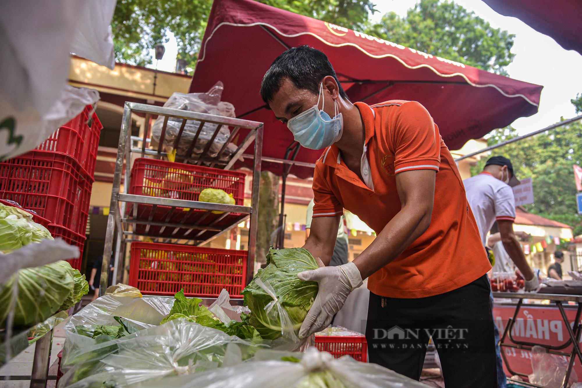 Hà Nội: Điểm bán hàng lưu động thuận lợi cho người dân trong mùa dịch - Ảnh 2.
