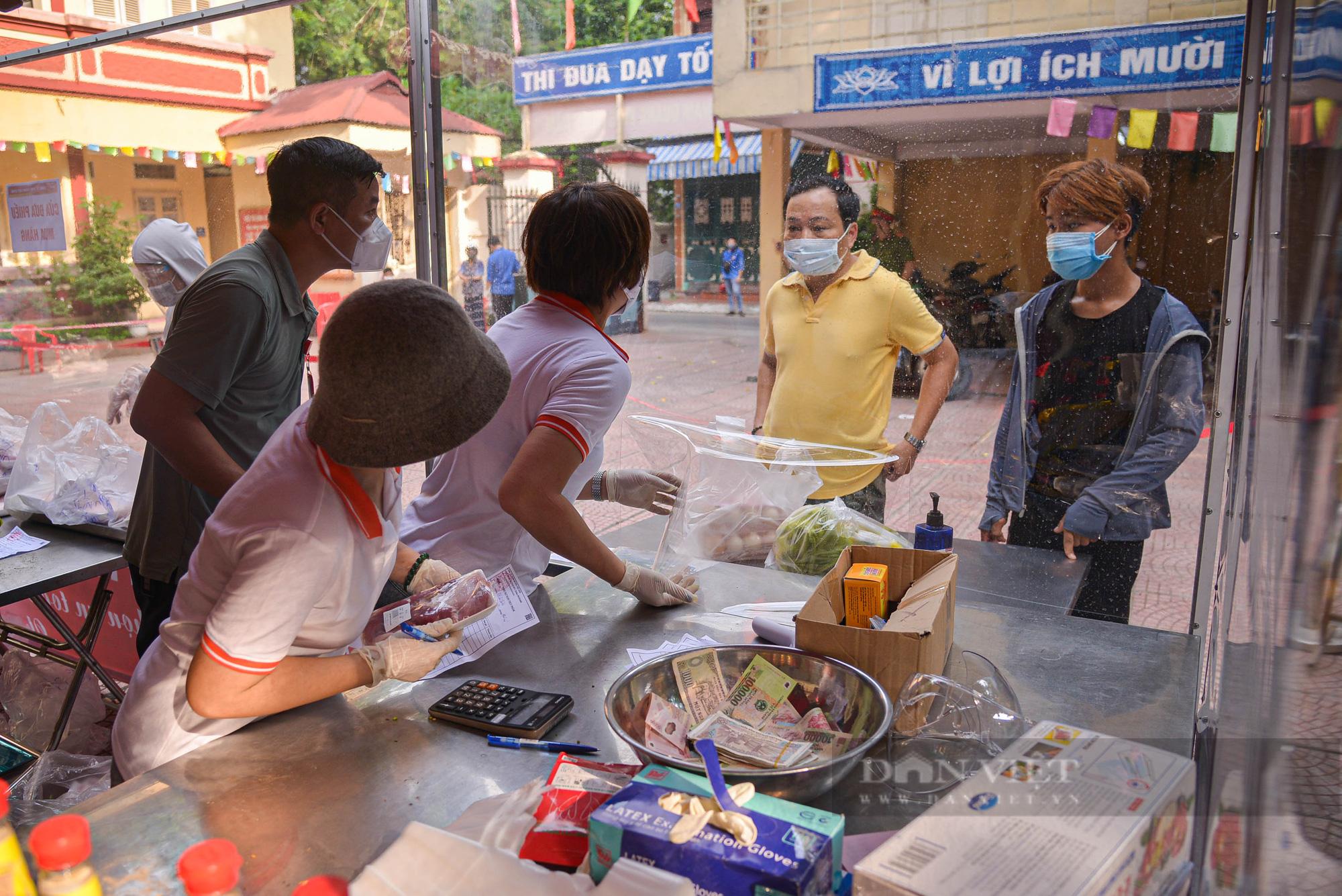 Hà Nội: Điểm bán hàng lưu động thuận lợi cho người dân trong mùa dịch - Ảnh 4.