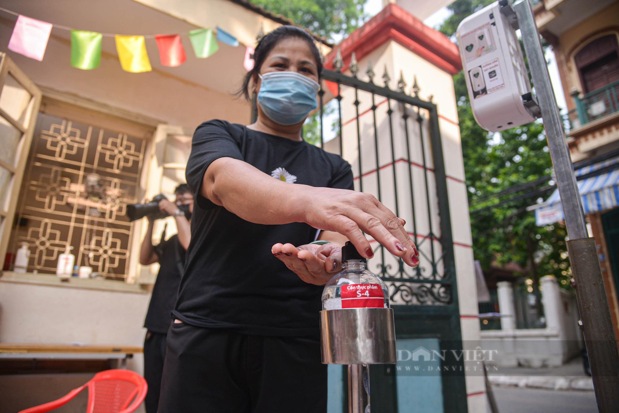 Hà Nội: Điểm bán hàng lưu động thuận lợi cho người dân trong mùa dịch - Ảnh 8.