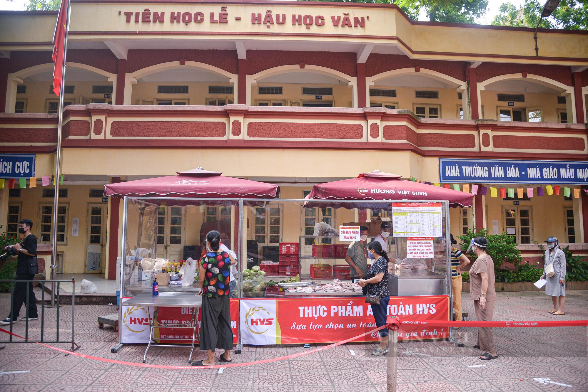 Hà Nội: Điểm bán hàng lưu động thuận lợi cho người dân trong mùa dịch - Ảnh 9.