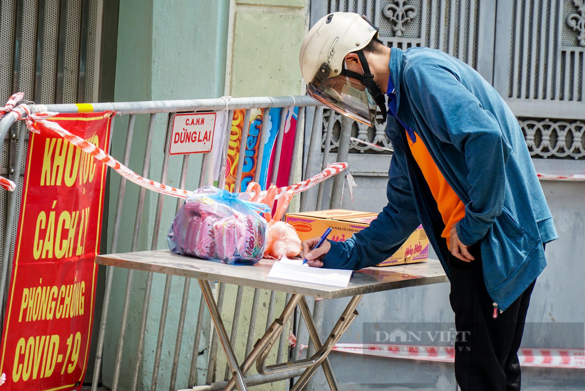 Phong toả 900 hộ dân và 2.800 nhân khẩu tại một phường của Hà Nội - Ảnh 8.