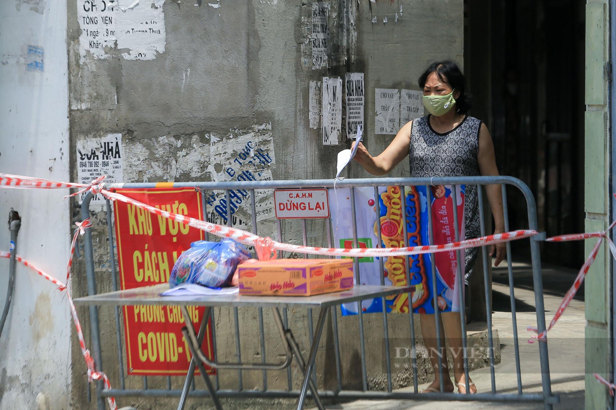 Phong toả 900 hộ dân và 2.800 nhân khẩu tại một phường của Hà Nội - Ảnh 10.