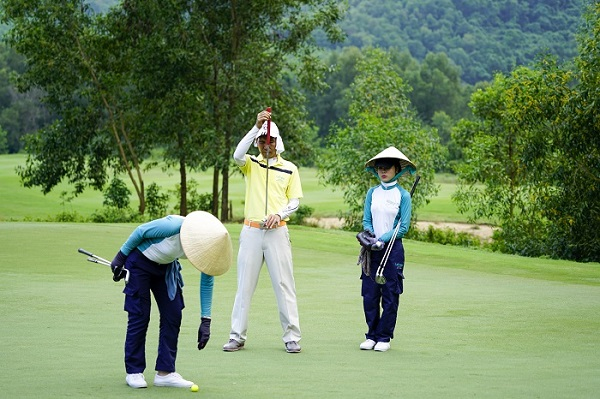 Nghề caddy trên sân golf thu nhập bao nhiêu? - Ảnh 2.