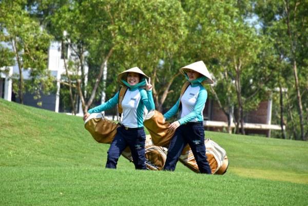 Nghề caddy trên sân golf thu nhập bao nhiêu? - Ảnh 1.