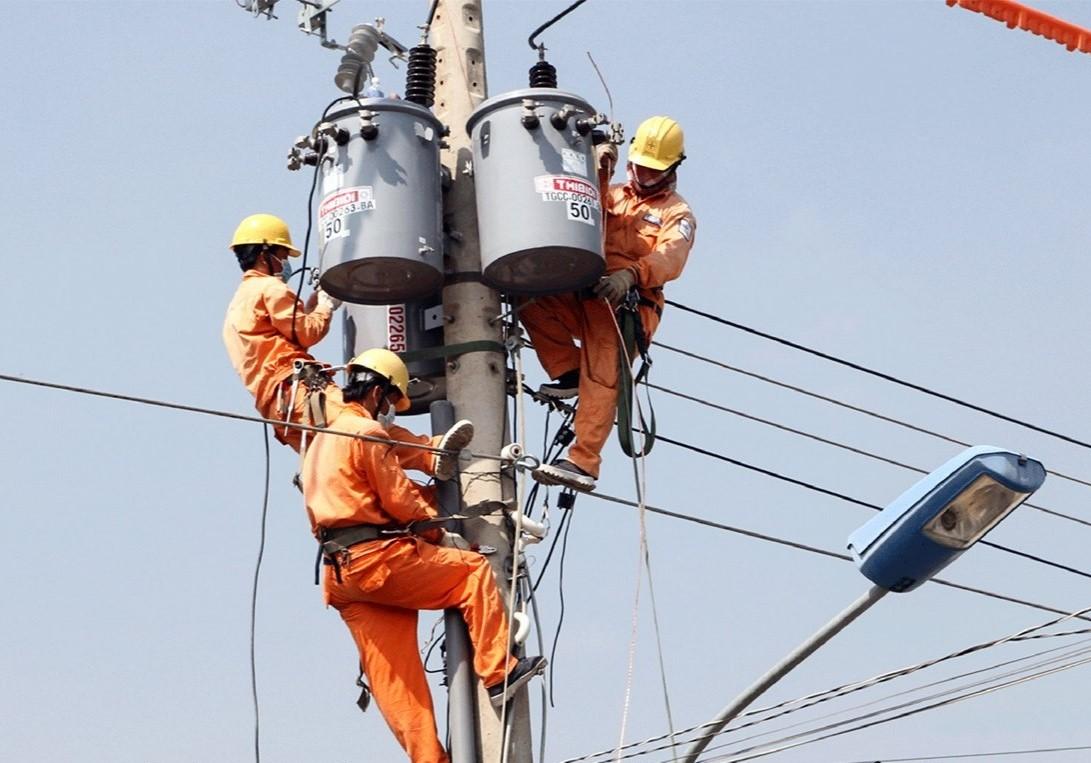 EVN khuyến cáo sử dụng điện an toàn và tiết kiệm - Ảnh 1.
