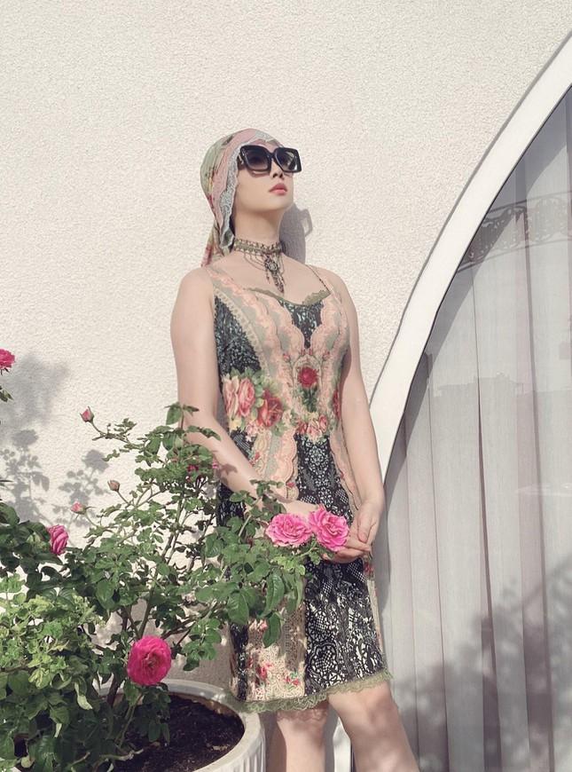 Tóc Tiên quyến rũ hút mắt khi ở nhà, Midu dẫn đầu top sao mặc đẹp nhất tuần qua - Ảnh 4.