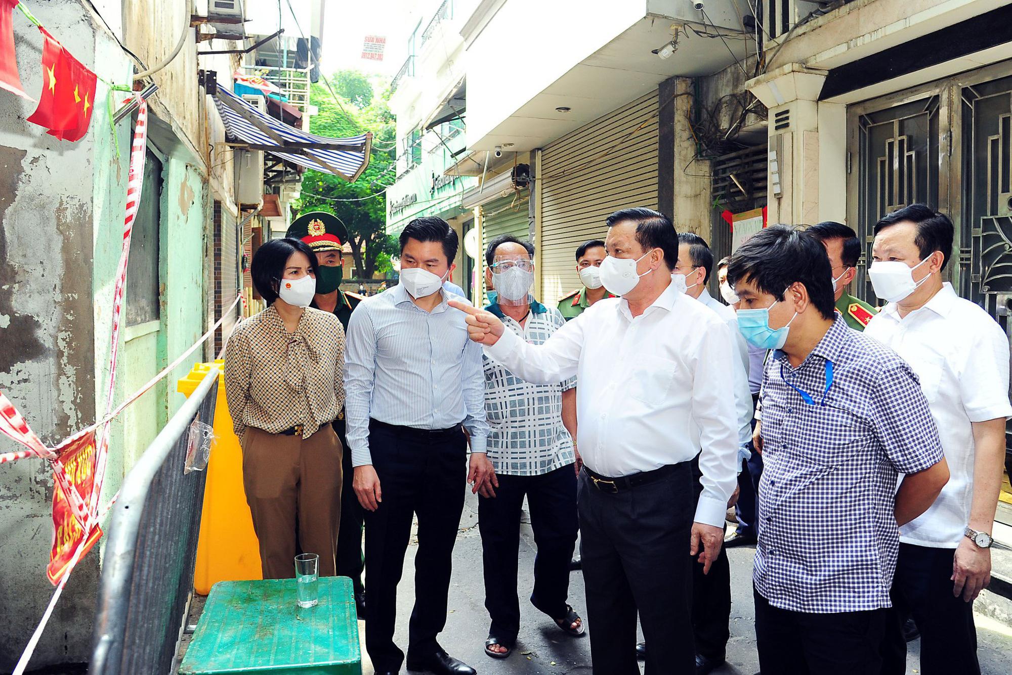 Bí thư Hà Nội: Không vì được tiêm vaccine rồi mà chủ quan, coi thường phòng dịch - Ảnh 1.