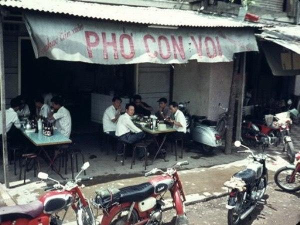 Vì sao hết giãn cách, nhiều người chỉ mong ăn một lúc 2-3 tô phở Sài Gòn? - Ảnh 6.