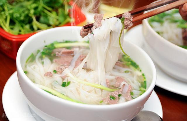 Vì sao hết giãn cách, nhiều người chỉ mong ăn một lúc 2-3 tô phở Sài Gòn? - Ảnh 2.