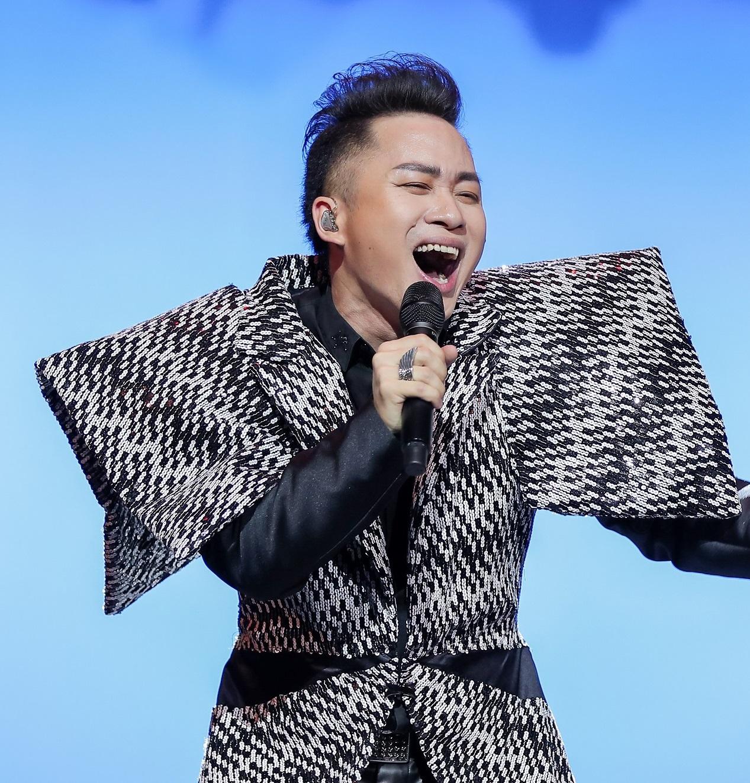 img424911 1631257604153 1631257604378504014604 Tùng Dương: Phan Mạnh Quỳnh đặc biệt ở nhạc Việt