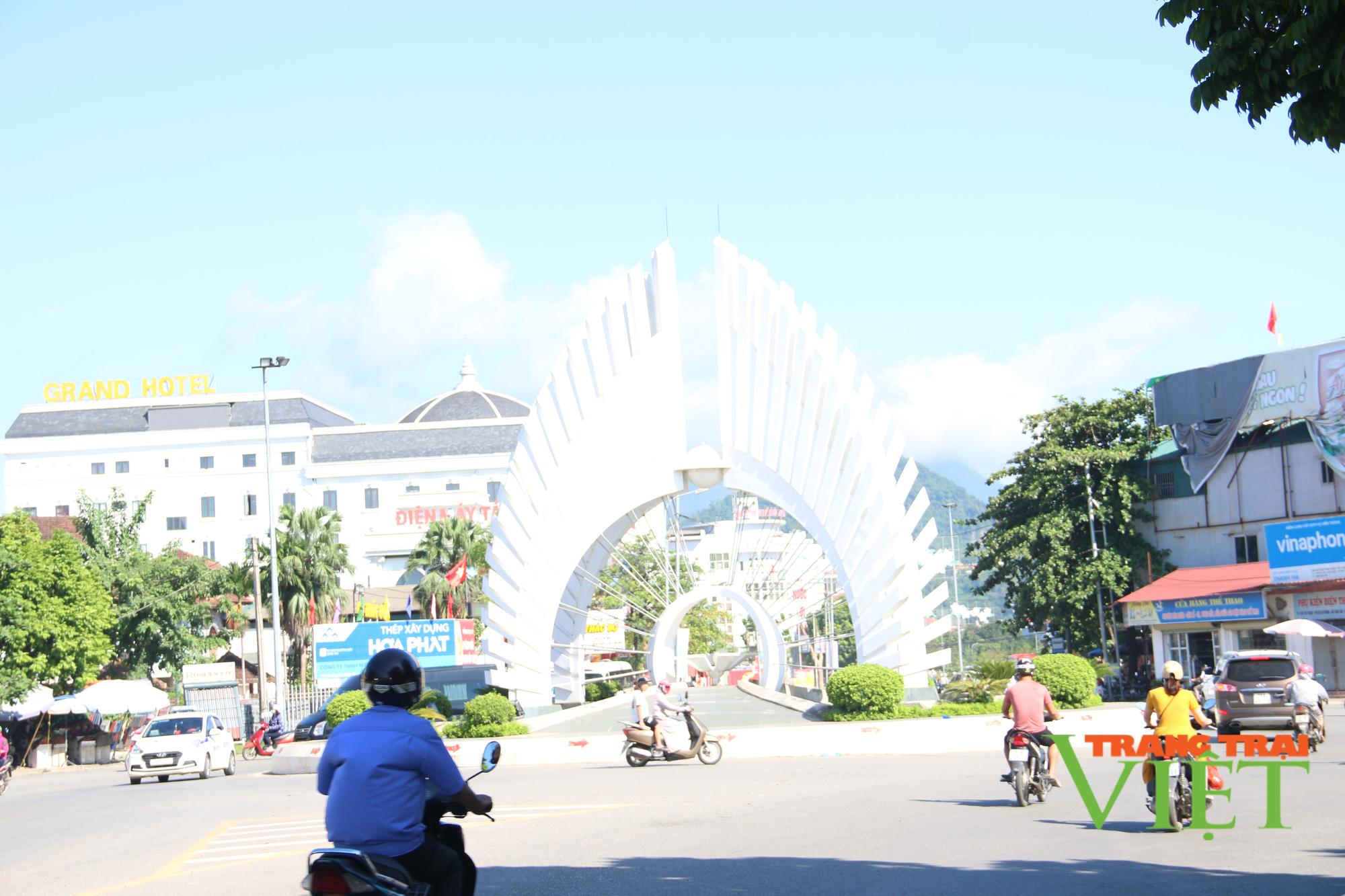 Thành phố Hoà Bình: Cho phép nhà hàng, quán ăn, khách sạn hoạt động trở lại với 50% công suất - Ảnh 1.