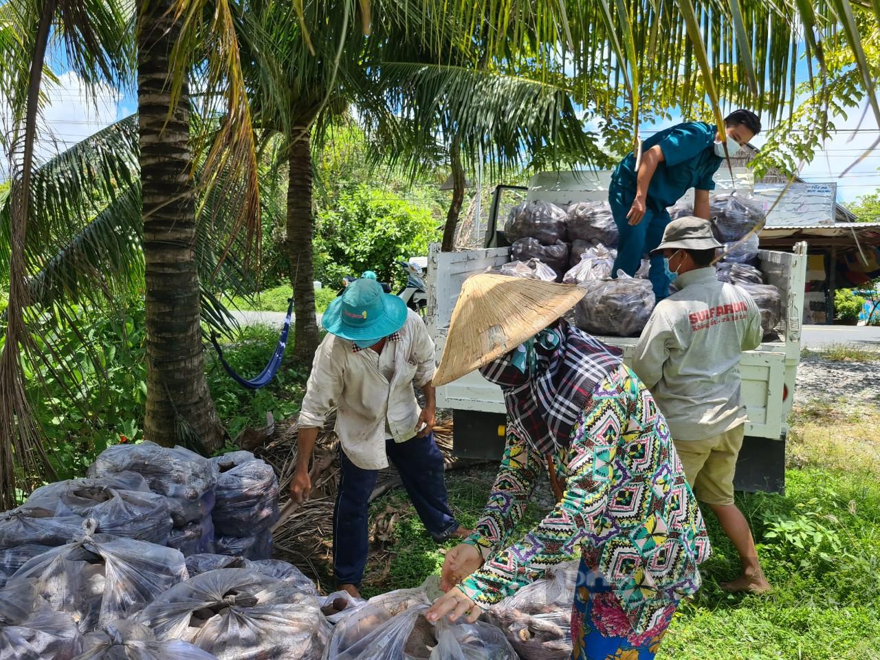 Công an huyện Giồng Riềng giúp nông dân tiêu thụ gần 180 tấn khoai lang - Ảnh 9.