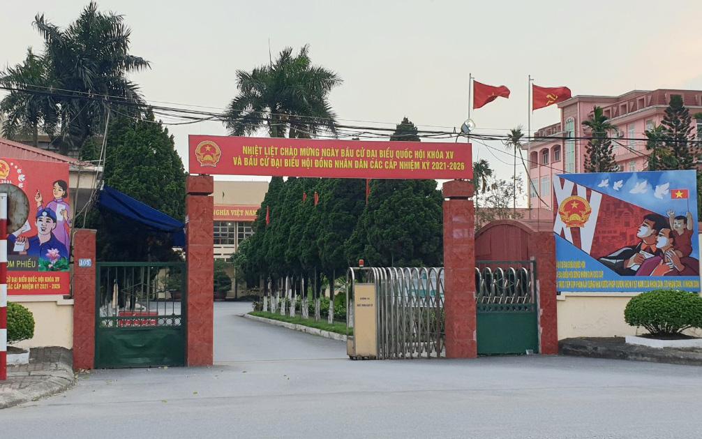 Vụ việc đình chỉ nữ cán bộ phản ánh vụ đám tang đông người ở Hà Nội: Liệu đã khách quan?
