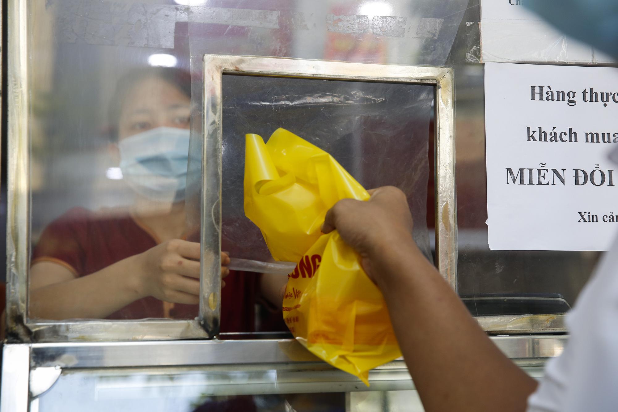 Thị trường bánh trung thu ảm đạm, cơ sở sản xuất loay hoay tìm kênh online - Ảnh 4.
