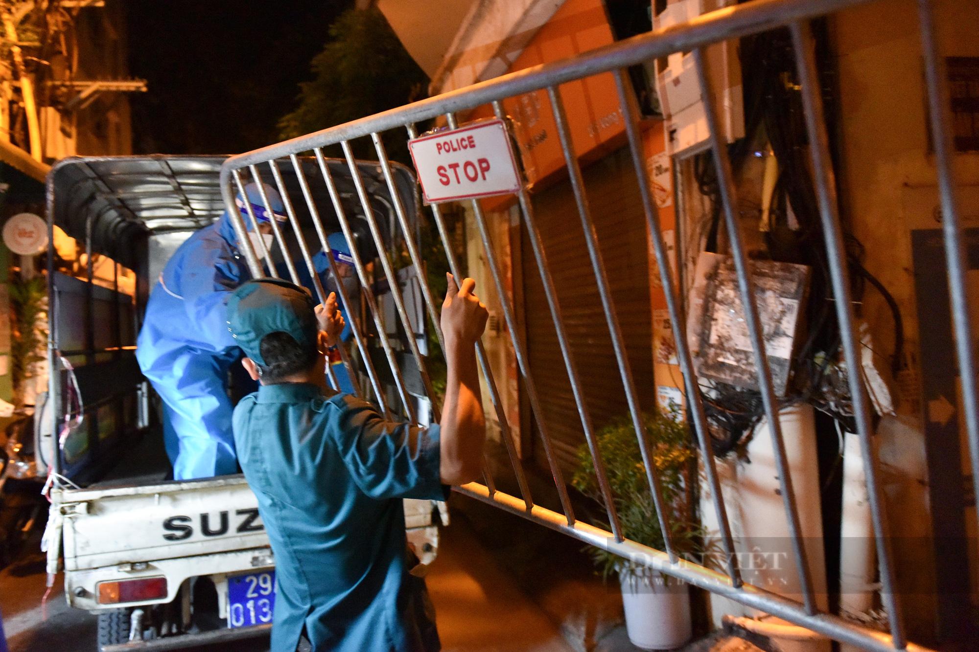 Hà Nội: Dỡ bỏ cách ly y tế với hơn 300 người dân tại phường Chương Dương - Ảnh 9.