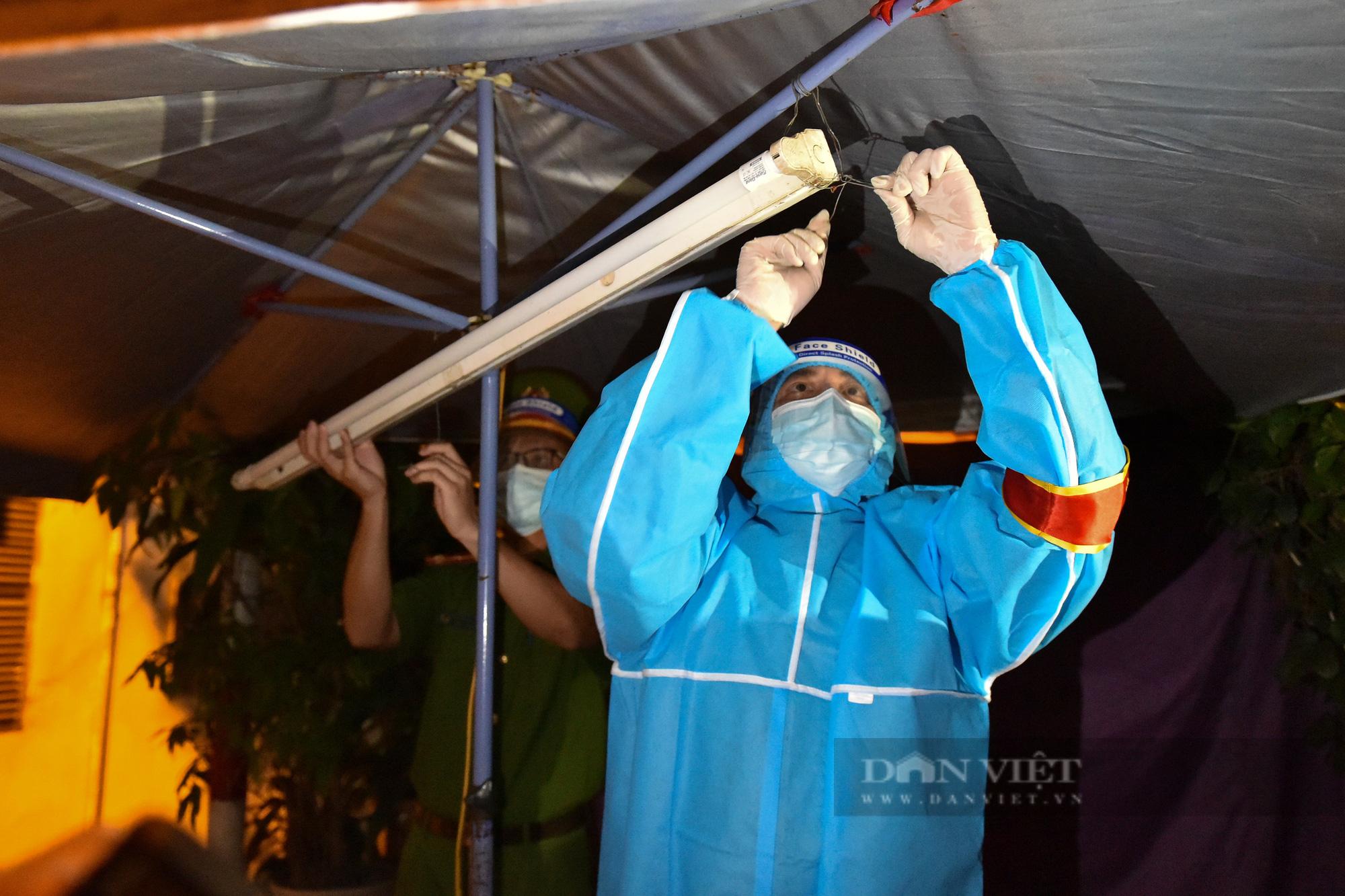 Hà Nội: Dỡ bỏ cách ly y tế với hơn 300 người dân tại phường Chương Dương - Ảnh 10.