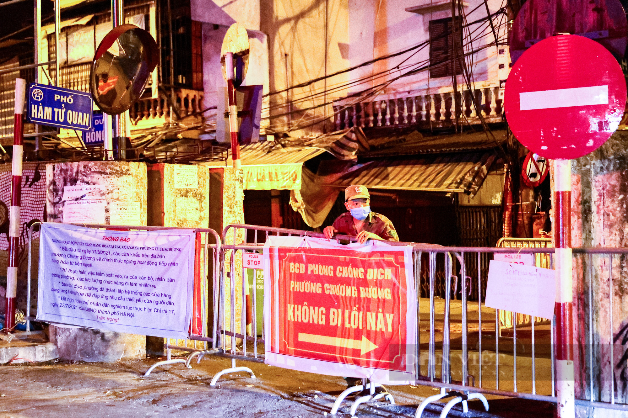 Hà Nội: Dỡ bỏ cách ly y tế với hơn 300 người dân tại phường Chương Dương - Ảnh 14.