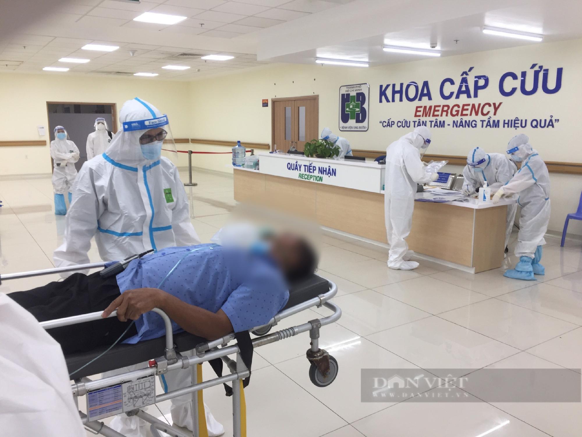 Bệnh viện hồi sức Covid: Ngẹt thở với những phút giây dành giật sự sống cho bệnh nhân - Ảnh 2.