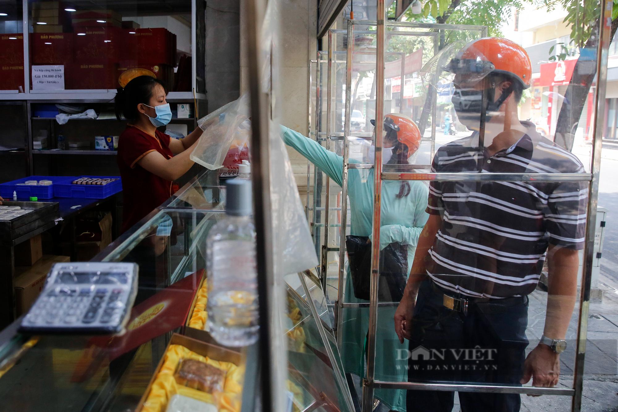 Thị trường bánh trung thu ảm đạm, cơ sở sản xuất loay hoay tìm kênh online - Ảnh 2.