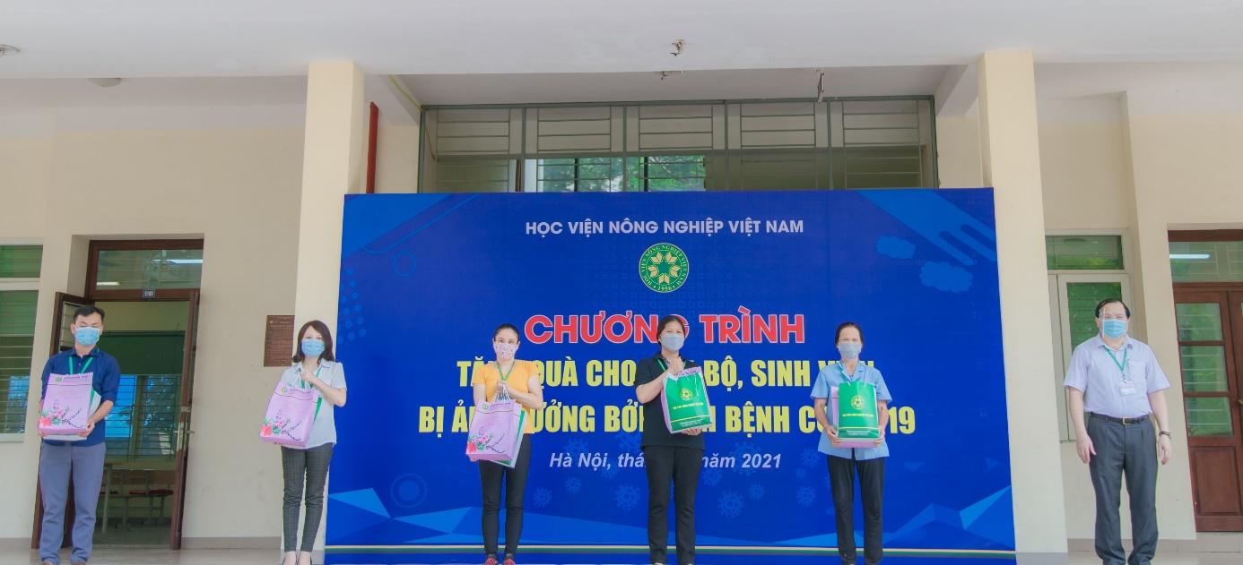 Học viện Nông nghiệp Việt Nam đồng hành cùng cán bộ, viên chức, sinh viên vượt qua dịch bệnh Covid-19 - Ảnh 3.