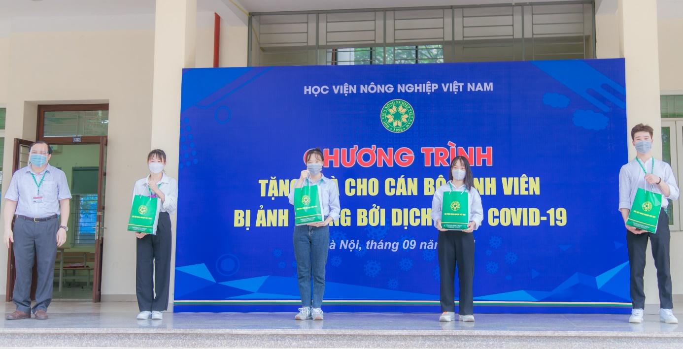 Học viện Nông nghiệp Việt Nam đồng hành cùng cán bộ, viên chức, sinh viên vượt qua dịch bệnh Covid-19 - Ảnh 4.