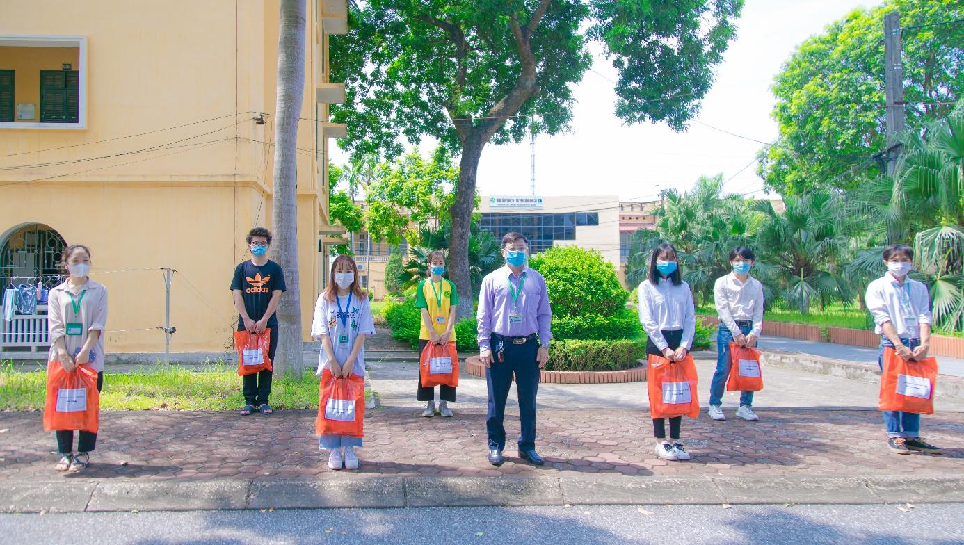 Học viện Nông nghiệp Việt Nam đồng hành cùng cán bộ, viên chức, sinh viên vượt qua dịch bệnh Covid-19 - Ảnh 7.