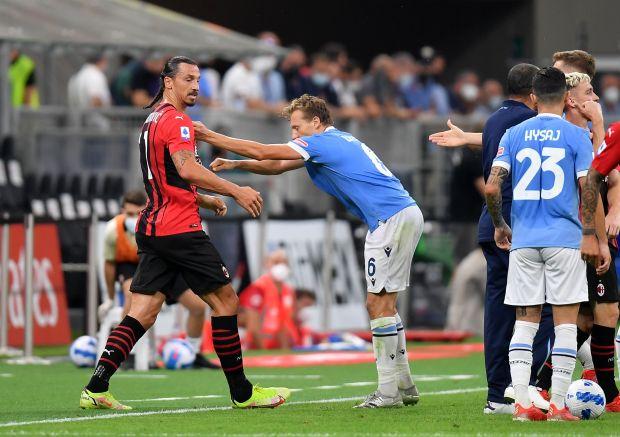 Tái xuất với mái tóc dị, Ibrahimovic lập tức tỏa sáng - Ảnh 1.