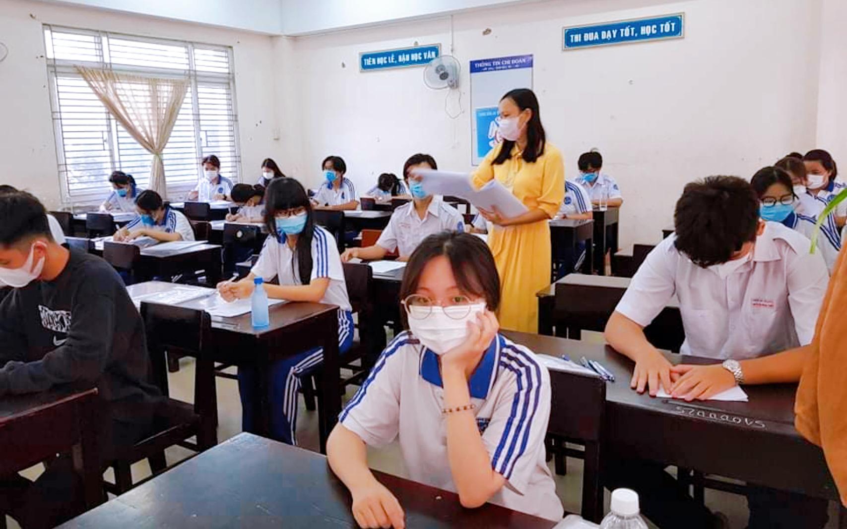 An Giang: Miễn học phí kỳ I, tạm dừng xét nghiệm Covid-19 học sinh lớp 9 và 12