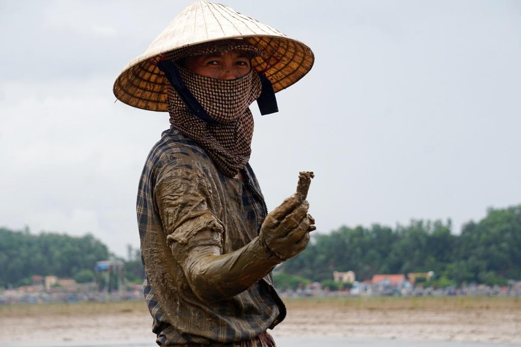 Khều là con đặc sản gì mà cứ chớm thu, người dân Hậu Lộc lại rủ nhau đi săn ở ven rừng ngập mặn? - Ảnh 4.