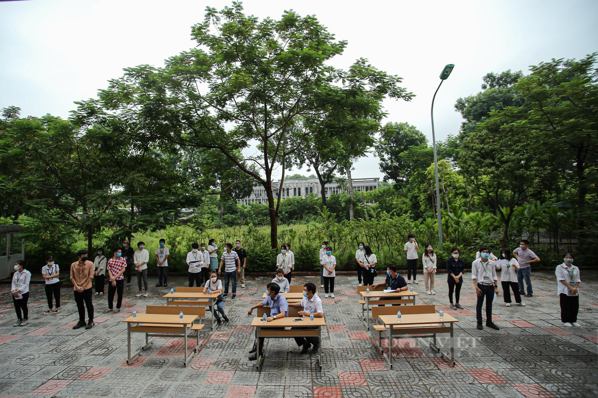 200 suất quà của bạn đọc Báo NTNN/Điện tử Dân Việt được trao đến tay sinh viên Học viện Nông nghiệp Việt Nam - Ảnh 1.