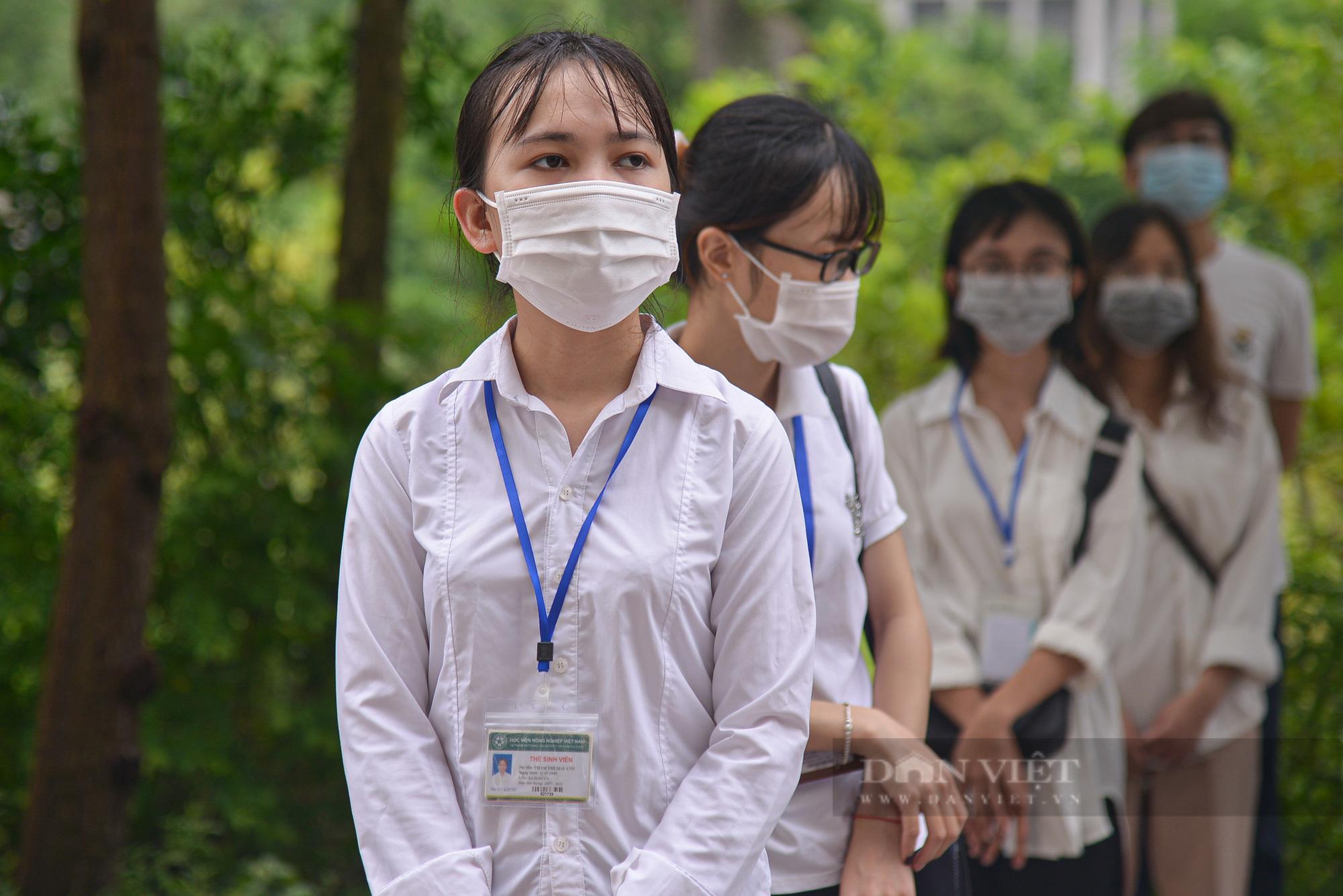 200 suất quà của bạn đọc Báo NTNN/Điện tử Dân Việt được trao đến tay sinh viên Học viện Nông nghiệp Việt Nam - Ảnh 10.