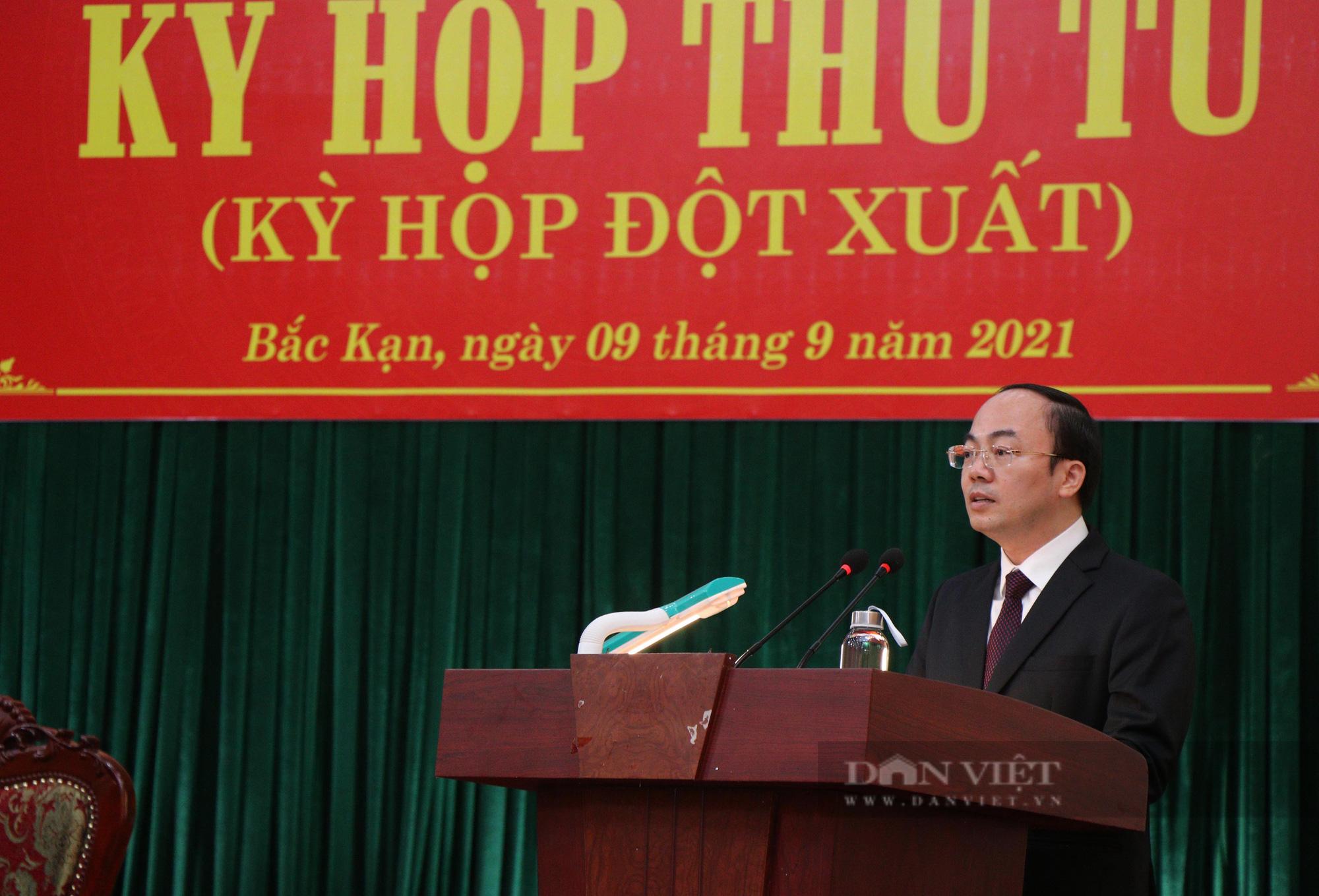 Phê chuẩn Chủ tịch UBND tỉnh trẻ nhất cả nước - Ảnh 1.