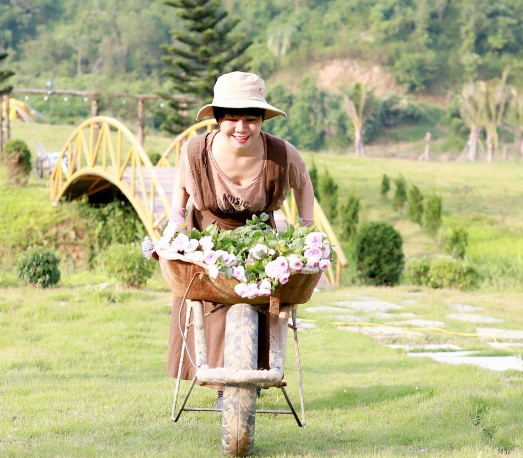 Cặp vợ chồng bỏ phố về quê, mở trang trại 1 ha trong dịch - Ảnh 1.