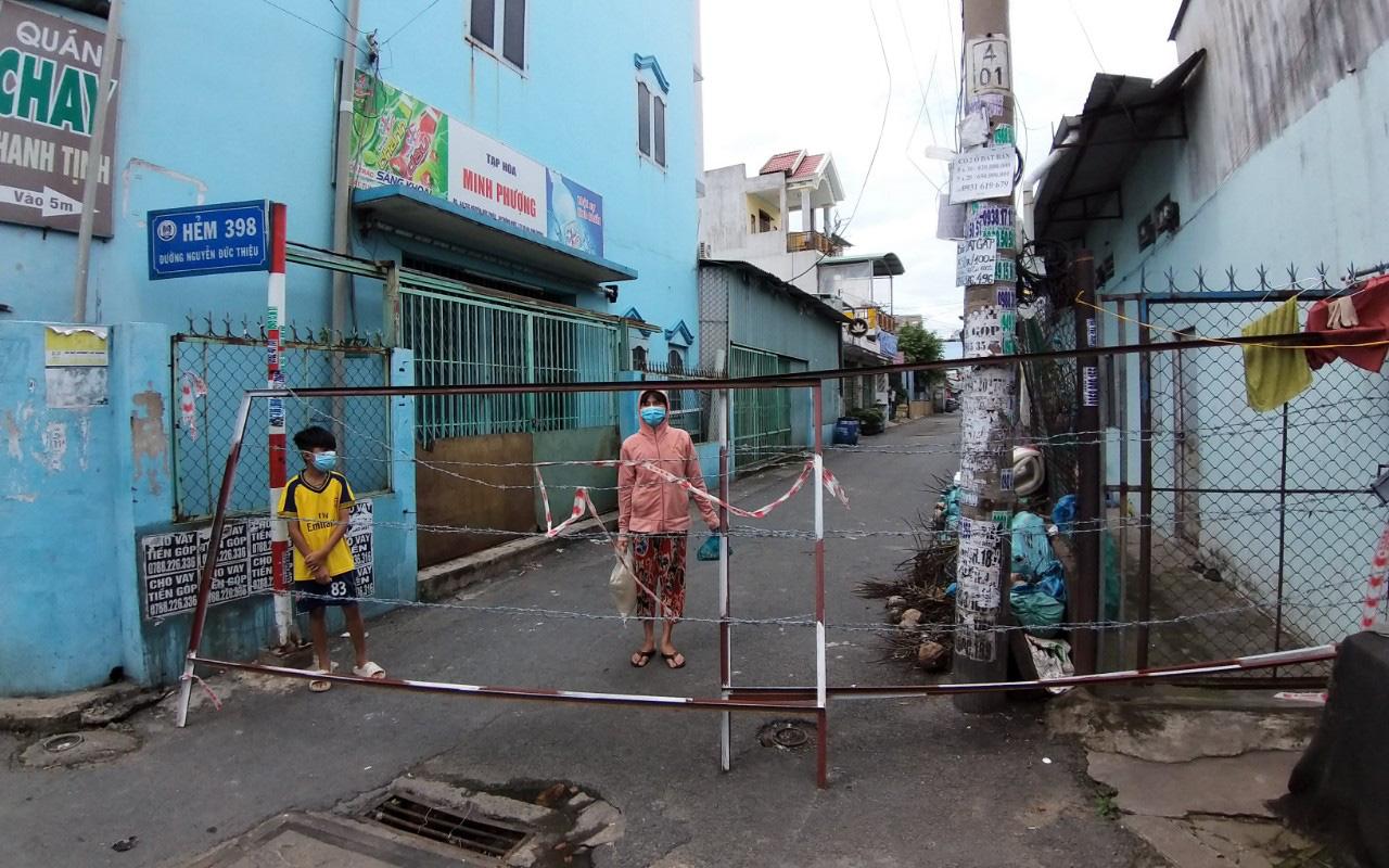 """Bình Dương: Người dân ở """"vùng xanh"""" của TP Dĩ An được ra đường, hoạt động thể thao ngoài trời"""