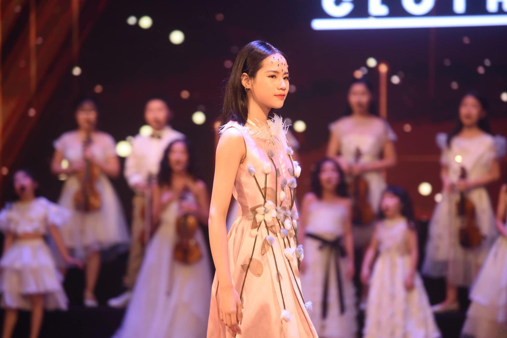 """Người mẫu khuyết tay Hà Phương: """"Tôi yêu bản thân mình hơn mỗi ngày"""" - Ảnh 3."""