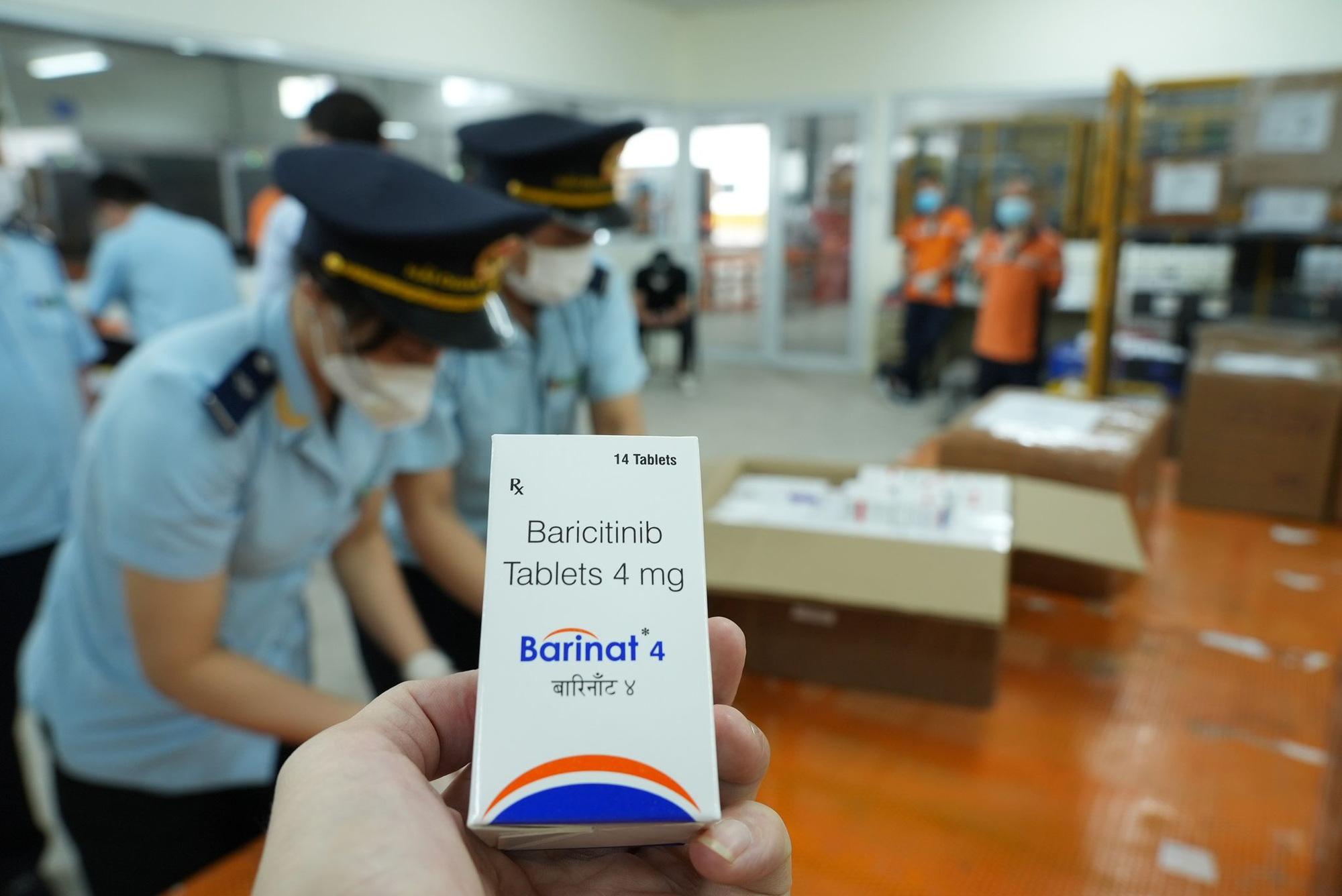 Nóng: Bắt giữ hơn 60.000 viên thuốc điều trị Covid-19 nhập từ Ấn Độ về sân bay Nội Bài - Ảnh 2.