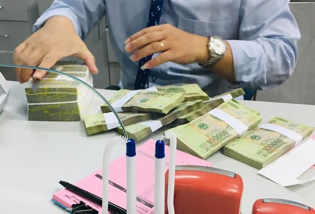 Kinh tế nóng nhất: Dân gửi tiền ngân hàng nào có lãi cao nhất? - Ảnh 1.