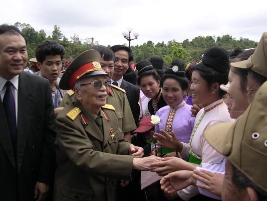 Đại tướng Võ Nguyên Giáp: Anh Văn trong trái tim người Mường Phăng   - Ảnh 2.